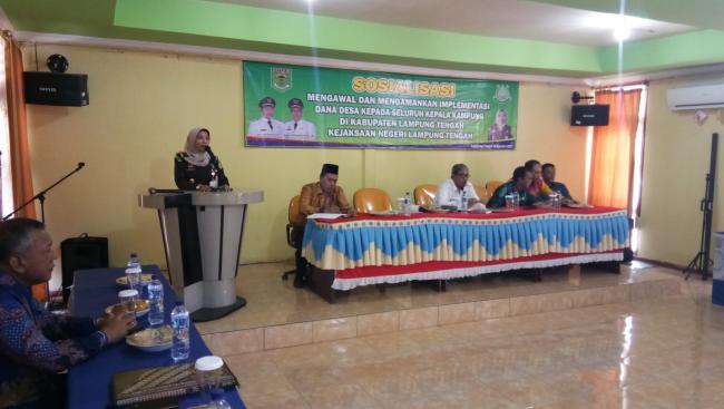 Kajari Lampung Tengah Ibu Nina Saat Mengisi Acara Sosialisasi Impelementasi Pengamanan Dan Pengawalan Dana ADD. Kamis 24/08/2017